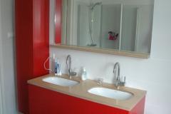 rood-badkamer-meubel